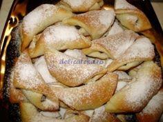 Cornulete cu Nuca Romanian Food, Romanian Recipes, French Toast, Bakery, Rolls, Pie, Sweets, Bread, Vegetables