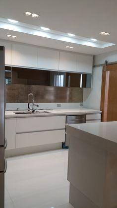 Encontre as melhores ideias e inspirações para casa. Projeto cozinha integrada ao jantar. Por Lucio Nocito Arquitetura por Lucio Nocito Arquitetura e Design de Interiores | homify