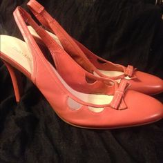 Salmon colored Enzo Angiolini sling back heels Pre loved but in great condition, all leather. Perfect for a special occasion or business work attire. Enzo Angiolini Shoes Heels