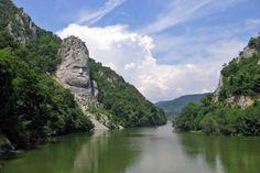 17. Escultura del Rey Decebalus, en Romania