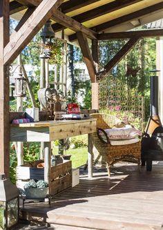 Pergola tai kevyt katos pihalla tarjoaa suojaa sateelta ja paahteelta. Katso Unelmien Talo&Kodin yhdeksän pihakatosideaa.