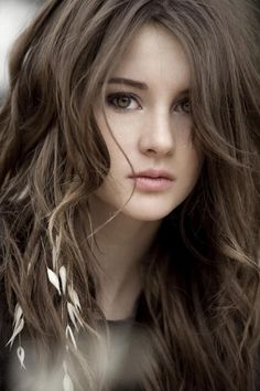 Shailene Woodley - A very beautiful young woman of immense talent Shailene Woodley, Pretty People, Beautiful People, Beautiful Women, Gorgeous Girl, Foto Face, Female Character Inspiration, Belleza Natural, Woman Face
