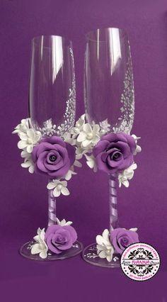 Cвадебные бокалы Wedding Wine Glasses, Diy Wine Glasses, Decorated Wine Glasses, Wedding Champagne Flutes, Painted Wine Glasses, Champagne Glasses, Marie's Wedding, Wedding Crafts, Wedding Decorations