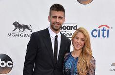 """Shakira e Piqué negam boato de separação com """"canção de amor"""" #Babados, #Bapho, #Baphos, #Celebridades, #Entretenimento, #Fama, #Famosos, #Famous, #Final, #Fofocas, #Instagram, #Prontofalei, #Seguidores, #Seguir, #Televiso, #Tv http://popzone.tv/2017/10/shakira-e-pique-negam-boato-de-separacao-com-cancao-de-amor.html"""