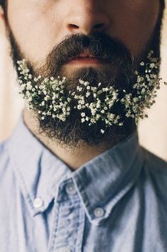 Hombres Con Flores En Sus Barbas I really want Josiah to do this for our weddingI really want Josiah to do this for our wedding Moustache, Fashion Boots, Mens Fashion, Fashion Tips, Fashion Design, New Trends, Latest Fashion Trends, Trending Fashion, Flower Beard