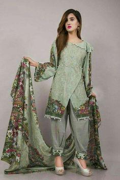 Pakistani Fashion Casual, Pakistani Dresses Casual, Indian Fashion Dresses, Pakistani Dress Design, Casual Dresses, Stylish Dress Book, Stylish Dresses For Girls, Stylish Dress Designs, Dresses For Eid