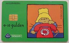 Telefoonkaarten! Deze werden ingevoerd omdat de telefooncellen vaak werden gesloopt voor kleingeld.