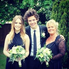 Why does the location of harrys hand on gemma make me find this picture even more adorable? The world may never no.