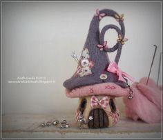 Maisonnette pique-aiguilles en laine feutrée nuance taupe/mauve et rose : Accessoires de maison par les-vendredis-de-nath