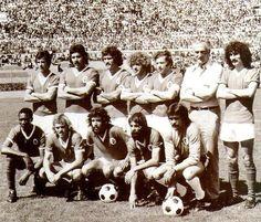 Benfica. Nené, Toni, Vítor Baptista, Diamantino, Simões, Pavic, Moinhos. Messias, Artur Correia, Humberto Coelho, Barros, Bento.