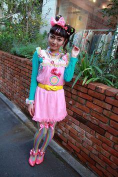 YUKA Harajuku, Tokyo AUTUMN 2010, GIRLS Emi Kusano SHOP ASSISTANT 6%DOKIDOKI Style: Fairy Kei