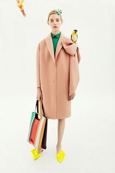 Guarda la sfilata di moda Delpozo a New York e scopri la collezione di abiti e accessori per la stagione Pre-Collezioni Autunno-Inverno 2018-19.