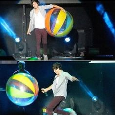Harry playing with a beach ball at the concert last night in Dallas