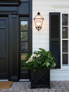 I LOVE the color black, it can have such a beautiful impact on home decor interior and exterior❤️