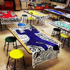 Love this idea! Keith Haring was involved in many youth art projects. This would be a great way to introduce students to his style. Art Lessons For Kids, Art Lessons Elementary, Elementary Art Rooms, Elementary Art Education, Art Project For Kids, Kids Art Class, Keith Haring Art, Classe D'art, Group Art Projects