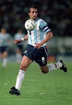Gabriel omar Batistuta Football Drills, Football Icon, Best Football Players, Football Photos, World Football, Soccer Players, Football Soccer, Messi Soccer, Soccer Fans