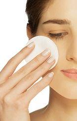 Zorg ervoor dat als je je huid gaat exfoliëren er voldoende lotion op het watje zit en dat je de hele huid bevochtigd voor een optimaal resultaat.
