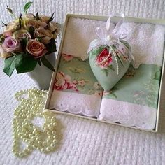 L                                                                                                                                                                                 Mais Craft Projects, Sewing Projects, Projects To Try, Crochet Towel, Decorative Soaps, Scented Sachets, Lavender Bags, Soap Packaging, Spa Gifts