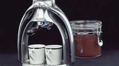 Saviez-vous qu'il existait une machine à café pas chère qui fonctionne sans dosettes ? Cette machine à café s'appelle Rok. Elle a le gros avantage d'être manuelle et écologique. Résultat, p...