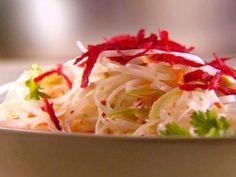 """Da culinária asiática, essa é a salada de macarrão que vai fazer você ficar de """"queixo caído"""""""
