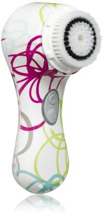 Clarisonic Mia - a compact sonic cleansing tool for a deep down clean. Available in ten colors and prints from subdued to funky for mature beauties, spunky teens, and everyone in between. #beauty #gifts