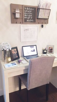small desk for small bedroom - Small Desk for Small Bedroom - Ideas to Decorate Desk, small home office ideas small spaces stylish and spaces Desks For Small Spaces, Small Apartments, Small Rooms, Work Spaces, Small Desk Space, Spare Room Ideas Small, Small Office Desk, Small Workspace, Tiny Office