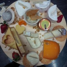 TESTE > L'épicier Grand Cru, 64 Grand'Rue. Cheese Bar aux planches à l'air très appétissant, vins et autres douceurs pour accompagner le tout... :)