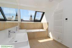 Badezimmer mit Tageslicht - Projekt Hofstattgasse Modern, Bathtub, Bathroom, Room Interior Design, Full Bath, Projects, Standing Bath, Washroom, Trendy Tree