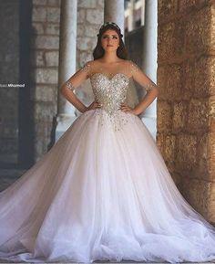 UAU!!! Esse vestido é pra se apaixonar gente.  Modelo princesa com pedras e muito glamour disponível lá na @santrixnoivas pra você! Curtiu? Então corre e fala com elas.  Orçamento  (11) 95137-1809 e-mail: contato@santrixnoivas.com.br ou no instagram @santrixnoivas  Ela entrega em todo Brasil!  #santrixnoivas #santrix #noivas #noiva #bride #vesidodenoiva #dress #dresses #casamento #wedding #ceub #guiaceub #casaréumbarato #marysbridal #vestidoslidos #vestido #noivalinda #inspiração…