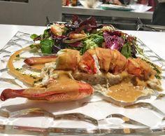 Es como mi segunda casa pero nunca me canso de probar platos nuevos como esta  Ensalada de Bogavante  . __________ .  .  Even though Im here more than at my own house I never get tired of trying new dishes as this  Lobster Salad  .  @cielodeurrechu . . . . #Madrid #SecondHome #zielo #Urrechu #salad @urrechu_official #ensalada #salad #healthy #lobster #probando #friends #night #dinner #sharing #gogreen #foodie #instafood #wheretoeatmadrid
