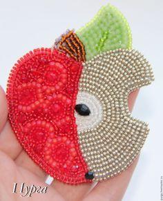 Купить Брошь Яблоко чуть надкусанное) - ярко-красный, брошь, яблоко, apple…