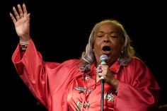 """Della Reese, the pop and jazz singing powerhouse who later starred as an angel sent by heaven on the television series """"Touched By an Angel,"""" died Sunday evening at age 86."""