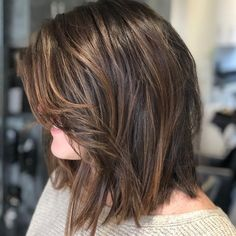 17 Flattering Medium Hairstyles for Round Faces Perfectly Textured Lob hairstyle Cute Hairstyles For Medium Hair, Haircut For Thick Hair, Hairstyles For Round Faces, Medium Hair Cuts, Long Hair Cuts, Medium Hair Styles, Short Hair Styles, Hairstyles 2016, Layered Haircuts Shoulder Length