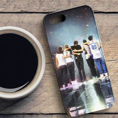 One Direction Cartoon Fanart case provides a protective yet stylish shield between your Samsung Galaxy S7 Edge and accidental bumps, drops, and scratches. Features slim and lightweight profile, precis
