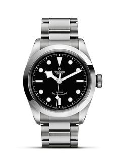 Discover the new TUDOR Heritage Black Bay 41, with its formal look that is both sporty and elegant. Visit the official TUDOR website to learn more.