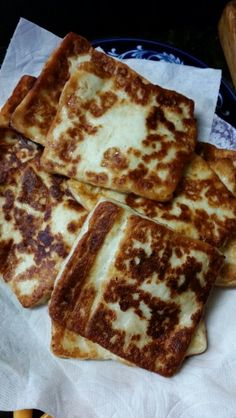 Fried cheese is generally served as breakfast. It is made from the egg, the crumb of . Fried Cheese, Cheese Fries, Latin American Food, Latin Food, I Love Food, Good Food, Yummy Food, Queso Frito, Nicaraguan Food