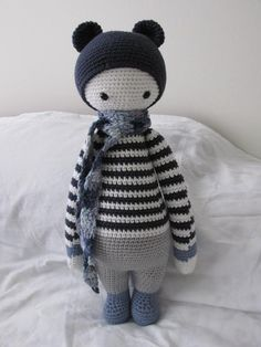 BINA the bear made by Janet V. / crochet pattern by lalylala