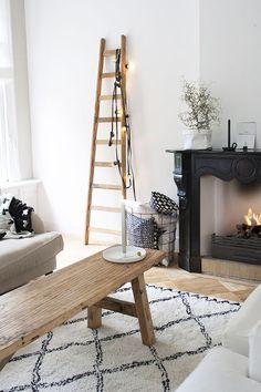 designer living and original fireplace Decoration Inspiration, Interior Inspiration, Decor Ideas, Black Fireplace, Fireplace Mantles, Piece A Vivre, House Doctor, Home And Deco, Living Room Inspiration