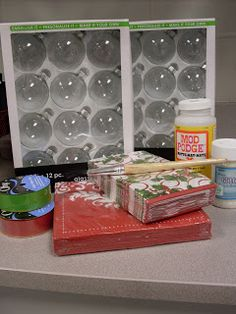 Christmas napkins, clear ornaments, Mod Podge, and glitter - couldn't be more easy! I love this stuff. My mom and used to do ornaments and eggs. Christmas Napkins, Christmas Ornaments To Make, Christmas Balls, Homemade Christmas, Diy Christmas Gifts, Christmas Projects, Christmas Holidays, Christmas Decorations, Clear Ornaments