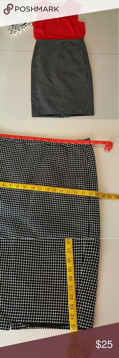 Black and white circles Merona Pencil skirt Mod black and white circles Merona Pencil skirt. This classic pencil skirt has all the right moves! Dress up as pictured for a night out add a blazer and you will be fabulous at work! Good sturdy material and feminine shape. It's in excellent used condition. Measurements as pictured. Please feel free to ask questions. I'll consider any reasonable offer! :-) Merona Skirts