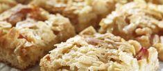 Toscapiirakka, jossa reilusti raikasta raparperia ihanan rapean toscan alla. Piirakka maistuu vaniljajäätelön tai -kastikkeen kanssa.