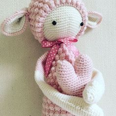 . Mein Lupo aus Merinowolle ist fertig. Das hat richtig Spaß gemacht, mit der Wolle zu häkeln. Lupo sucht übrigens ein neues Zuhause.