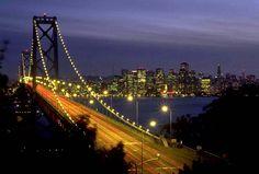 Este es el puente de San Francisco, California.. Vista de noche