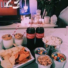 (New) The 10 Best Snack Ideas Today (with Pictures) – Sundays are for Netflix and Chill imagine opening your door and getting this Snack Box Ask for our Surprise Box! Sleepover Snacks, Movie Night Snacks, Fun Sleepover Ideas, Snacks Für Party, Netflix And Chill, Food Goals, Aesthetic Food, Night Aesthetic, Food Cravings