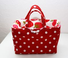 bag tutorial      After I sewed the toy basket from the last post, I had thought  exactly the same but would have to go with a square shape.  I had this as a model purchasing-cart bag  (Although in practi
