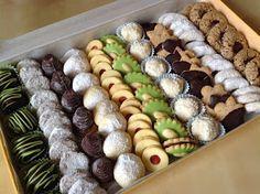 VÍKENDOVÉ PEČENÍ: Máslové sušenky Melting moments Italian Butter Cookies, Italian Cookie Recipes, Baking Recipes, Snack Recipes, Dessert Recipes, Mini Wedding Cakes, Candy Drinks, Nutella Cheesecake, Cookie Packaging