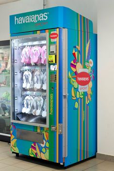I want to have this machine.!!!! Havaianas Vending Machine in Bologna, Italy