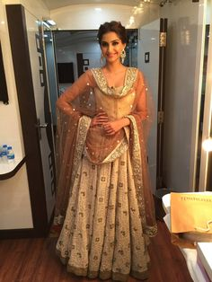 Bollywood Style Sonam Kapoor Net and Georgette Bemberg Lehenga In Beige and Cream Colour Beige and Cream Colour Net and Georgette Bemberg Fabric Designer Bollywood Lehenga Comes With Matching B. Bollywood Lehenga, Lehenga Choli, Bollywood Fashion, Anarkali, Sonam Kapoor Lehenga, Bollywood Style, Sonam Kapoor Wedding, Sharara, Bollywood Actress