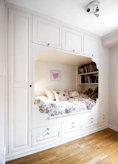 such a fun use of space and so comfortable! It's such a fun use of space and so comfortable!,It's such a fun use of space and so comfortable!, Secrets To Cool Bedrooms for Teen Girls Dream Rooms Bedroom Nook, Room Ideas Bedroom, Girl Bedroom Designs, Small Room Bedroom, Tiny Girls Bedroom, Bedroom Ideas For Small Rooms For Teens For Girls, Cute Bedroom Decor, Small Bedroom Furniture, Bedroom Black