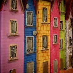 Reposting @puponelandia: Decorating my houses. Cardboard Art #puponelandia #cardboardhouse #cardboarddiy #diy #handmade #christmashouses #christmasdecor #cardboardart #etsy #etsyshop #etsyfinds #etsyart #etsyChristmas #etsfycraft #christmascraft #handmadewithlove #miniart #miniature #tutorial #cardboardtutorial #christmas #christmasdecor #christmastutorial #cartón #manualidadesCartón #manualidades #diy #arteCarton